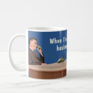 voz del hombre de negocios taza básica blanca