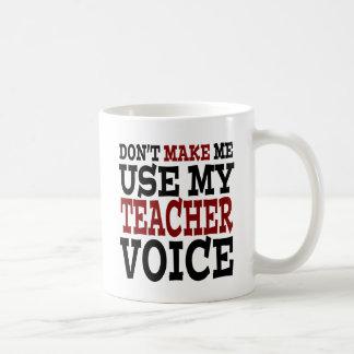 Voz divertida del profesor taza básica blanca