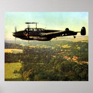 Vuelo bajo Bf-110 alemán de WWII Póster