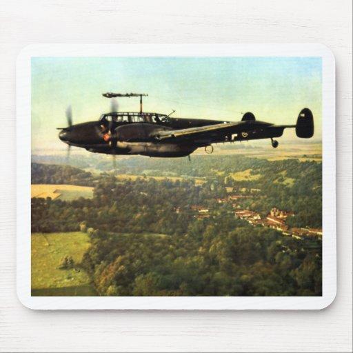 Vuelo bajo ME-110 alemán de WWII Tapetes De Ratones