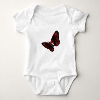 Vuelo con alas rojo sangre y negro de la mariposa playera