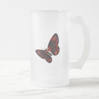 Vuelo con alas rojo sangre y negro de la mariposa taza