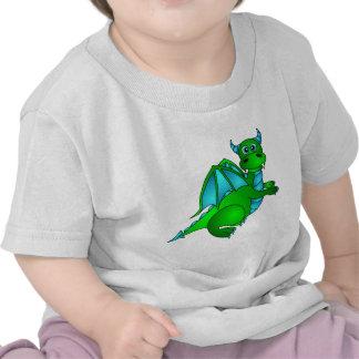 Vuelo crepuscular - dragón verde y azul lindo camisetas