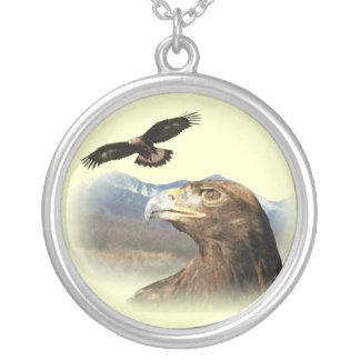 Vuelo de Eagle de oro Collar Plateado