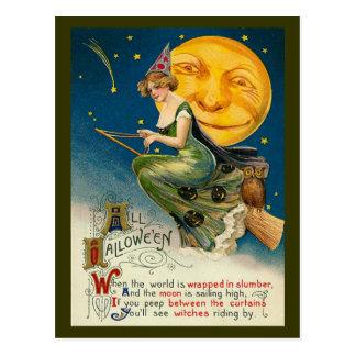 Vuelo de la bruja de Halloween del vintage en su Tarjetas Postales