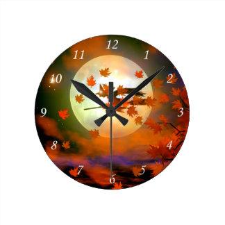 Vuelo de la bruja de Halloween Reloj Redondo Mediano