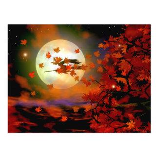 Vuelo de la bruja de Halloween Tarjetas Postales