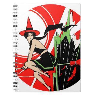 Vuelo de la bruja de Halloween (vintage) Libreta Espiral