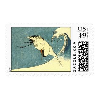 Vuelo de la grúa en una onda timbres postales