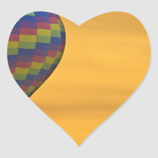 Vuelo de oro del globo del aire caliente pegatinas corazon