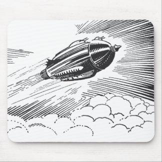 Vuelo de Rocket de la nave espacial del vintage en Alfombrillas De Ratones