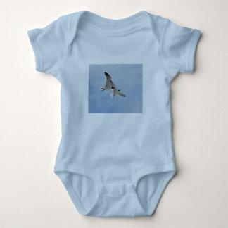 Vuelo del bebé de las gaviotas body para bebé