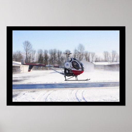 Vuelo del helicóptero del invierno impresiones