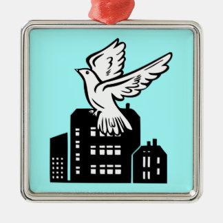 Vuelo del pájaro por la fábrica ornamentos para reyes magos