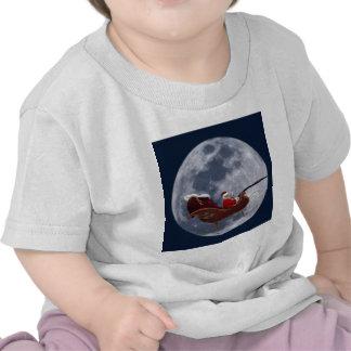 Vuelo del trineo de Santa por la luna Camisetas
