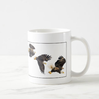 Vuelo/frontera de Eagle calvo Taza Clásica