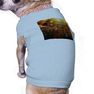 Vuelo hermoso del duende en la puesta del sol camiseta de mascota