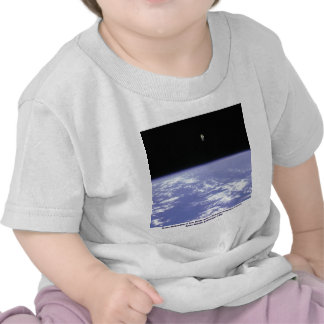 Vuelo libre de McCandless del astronauta con Camisetas
