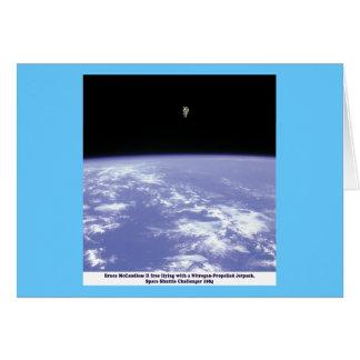 Vuelo libre de McCandless del astronauta con Tarjeta De Felicitación