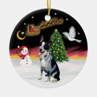 Vuelo nocturno - perro australiano del ganado adorno navideño redondo de cerámica