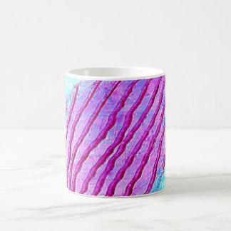 W-líneas rosadas invertidas taza