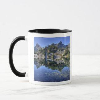 WA, Alpine Lakes Wilderness, Gem Lake, with 2 Mug