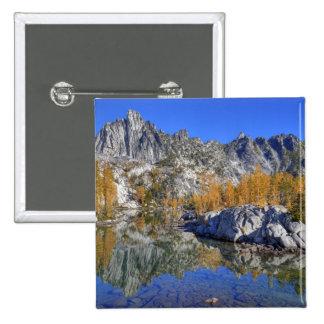 WA, desierto alpino de los lagos, encantamiento 7 Pin Cuadrado
