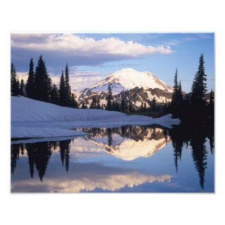 WA, el Monte Rainier NP, el Monte Rainier y nubes Impresiones Fotograficas