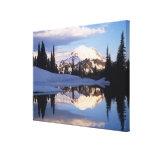 WA, el Monte Rainier NP, el Monte Rainier y nubes Impresiones En Lona Estiradas