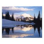 WA, el Monte Rainier NP, el Monte Rainier y nubes Fotografías