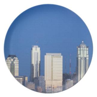 WA, Seattle, Seattle skyline and Elliott Bay 4 Dinner Plate