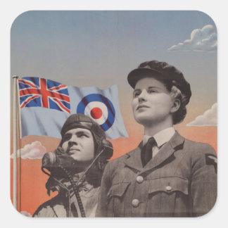 WAAF en uniforme con el piloto al lado de ella Pegatina Cuadrada