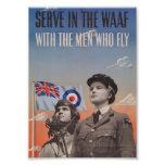 WAAF en uniforme con el piloto al lado de ella Impresiones Fotograficas