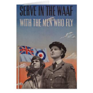 WAAF en uniforme con el piloto al lado de ella Tarjeta De Felicitación