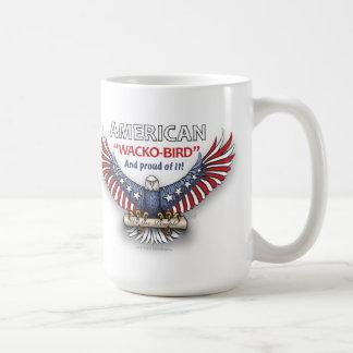 """¡""""WACKO-BIRD"""" y orgulloso AMERICANOS de él! Taza Clásica"""