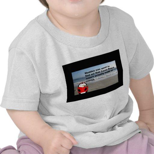 Waddles el pingüino en la camiseta del niño de la