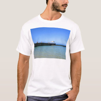 Waikiki Beach, Honolulu, Oahu, Hawaii, USA. T-Shirt