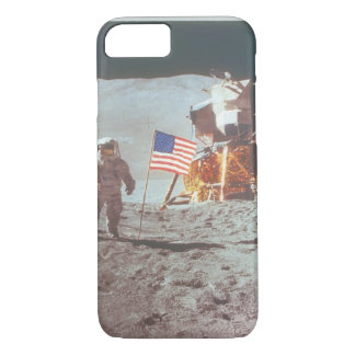 Walking on the moon_Space iPhone 7 Case