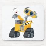 WALL-E que coge un tesoro Tapetes De Ratón