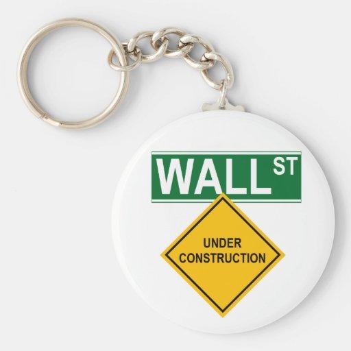 Wall Street: Bajo construcción Llavero Redondo Tipo Pin