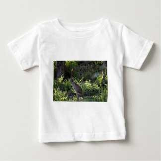 WALLABY AND JOEY GETTING IN POUCH AUSTRALIA BABY T-Shirt