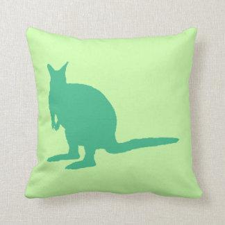Wallaby Animal en verde Cojines