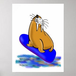 Wally la morsa va a practicar surf póster