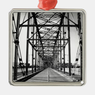WALNUT STREET BRIDGE - CHATTANOOGA, TN METAL ORNAMENT