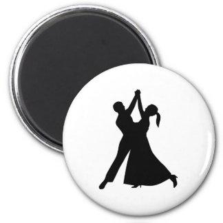 Waltz dancing magnet