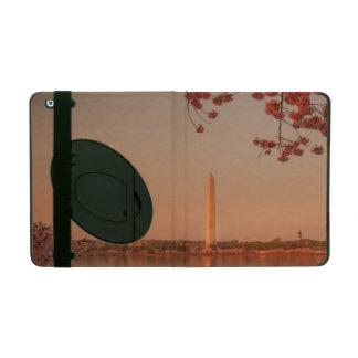Washington Monument Sakura at sunset. iPad Folio Case