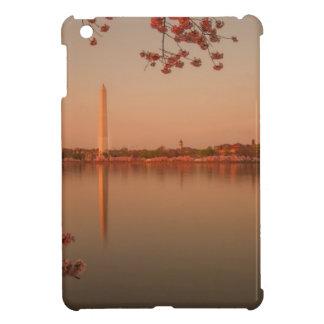 Washington Monument Sakura at sunset. iPad Mini Cover