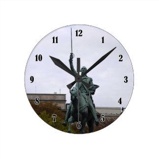 WASHINGTON STATUE ROUND CLOCK