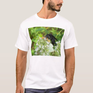 Wasp with a handlebar moustache - T Shirt
