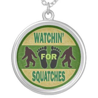 Watchin para Squatches Colgante Redondo